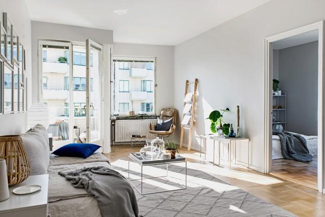 Nordisk inredning av ett vardagsrum
