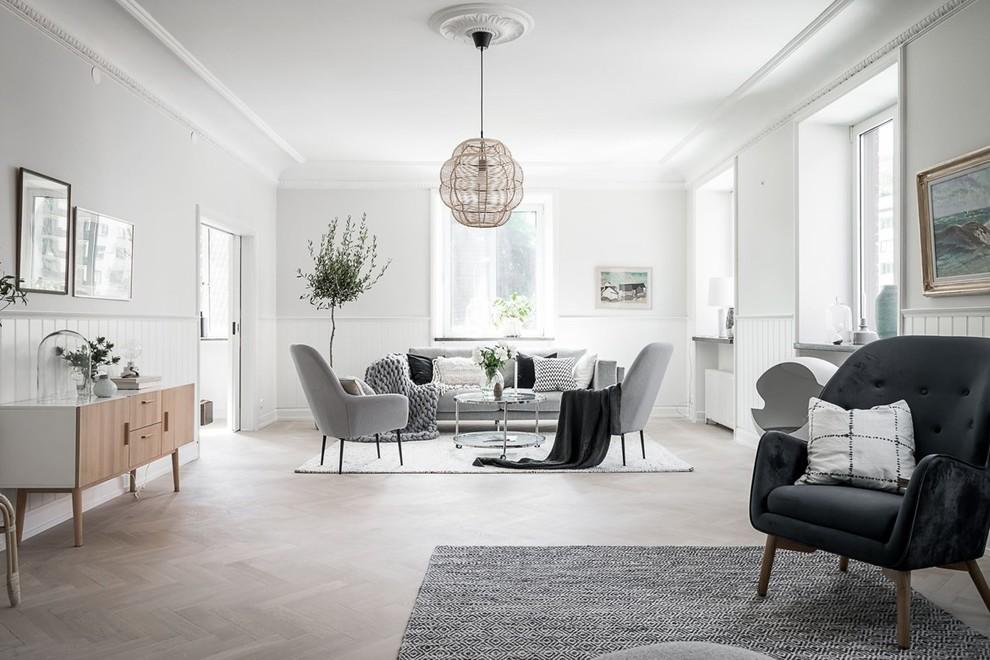 Foto di un grande soggiorno nordico con pareti bianche, parquet chiaro e pavimento beige