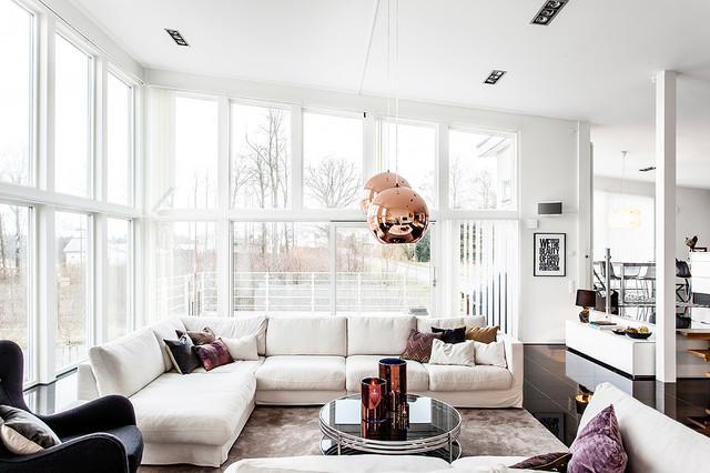 Inredning av modern villa med väl tilltagna ytor minimalistisch