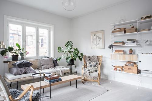 Giornata della felicit mobili semplici tanta luce la for Case stile americano interni
