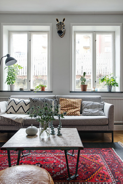 How To Decorate A Coffee Table Houzz, How To Decorate Small Coffee Table