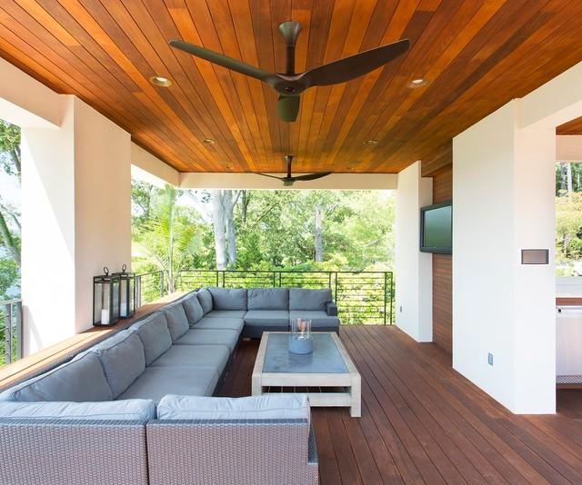 Haiku: Outdoor veranda