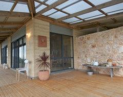 My Houzz: Artist home and studio overlooking Kangaroo Island rustic-porch