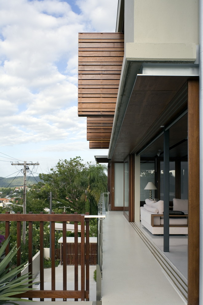 Inspiration for a contemporary porch remodel in Brisbane