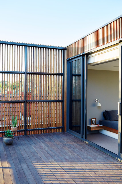 Immagine di un portico minimal con pedane