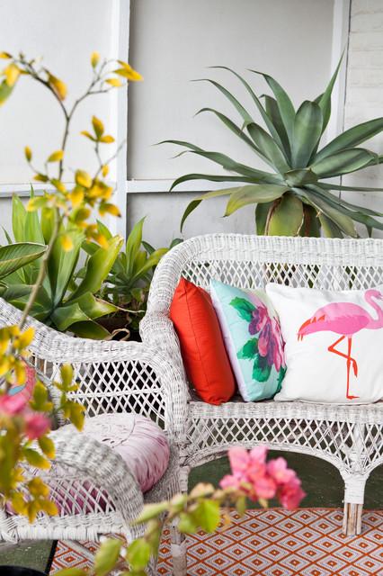 Small eclectic front porch idea in Perth