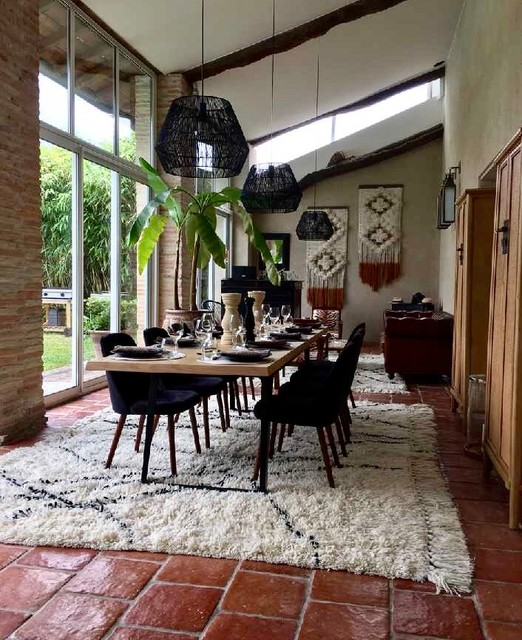 Inspiration for a large bohemian conservatory in Toulouse with terracotta flooring, red floors and a skylight.