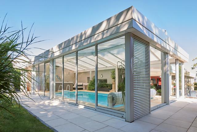 V randa serenity la v randa de piscine contemporain for Verriere piscine