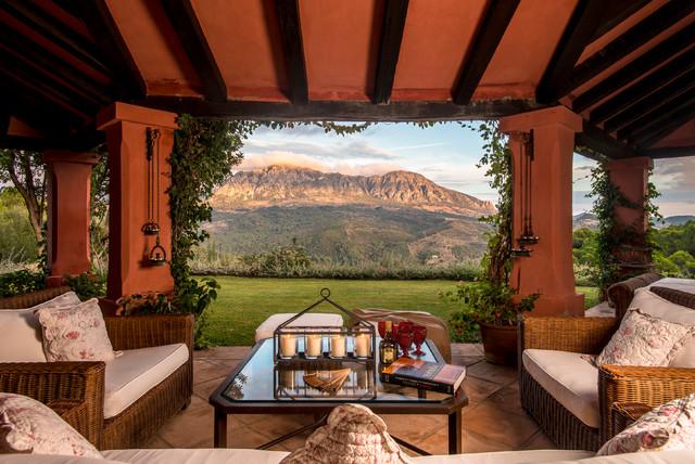 Vista de las monta as espa olas country veranda - Casas bien decoradas ...