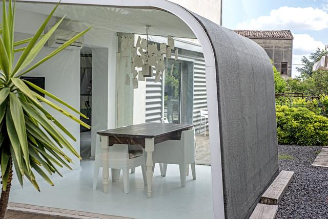 Garage house in sicilia contemporaneo veranda for Garage con veranda