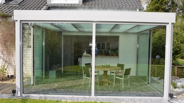 Giardino d inverno veranda vetrate per verande e giardini for Idee di veranda laterale
