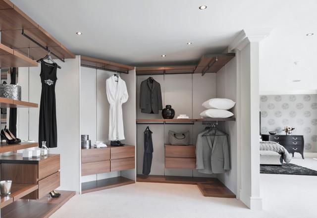 Beechwood manor modern closet london by alexander for Bathroom and dressing room ideas