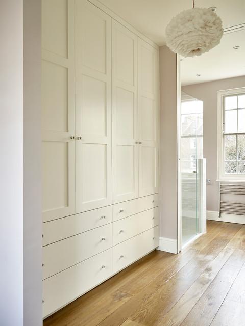 Dressing area contemporary closet surrey by brayer for Dressing area designs