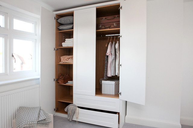 Inspiration for a carpeted closet remodel in Berkshire with shaker cabinets