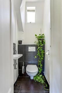 Photos et idées déco de WC et toilettes avec un carrelage noir