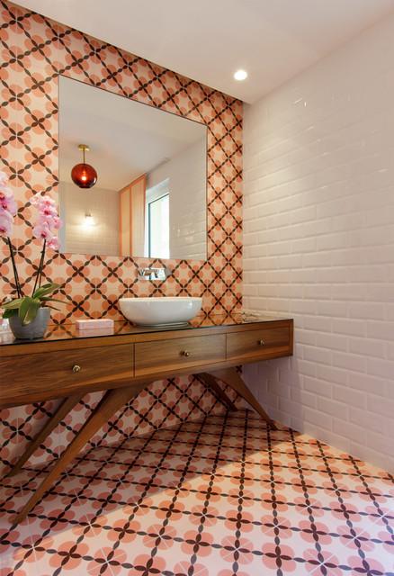 Seventies house - Mid-Century - Gästetoilette - Nizza - von D&K ...