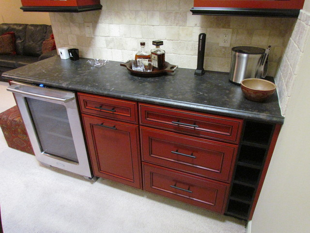 Kraftmaid hartwell maple cardinal onyx crosby for Black onyx kitchen cabinets