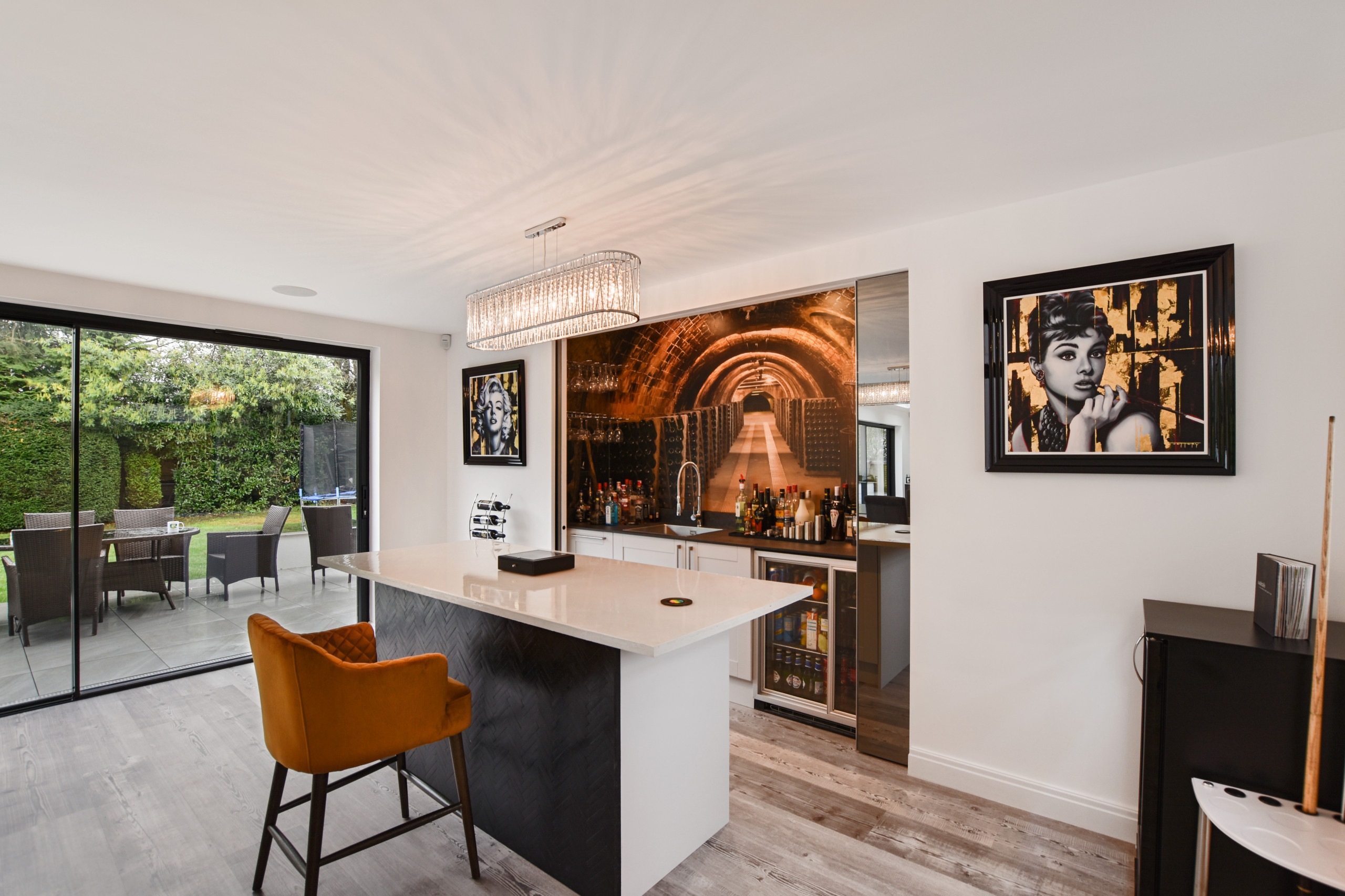 Upper Hill Rise - Concealable Bar