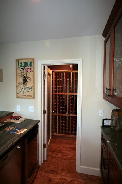 Wine closet traditional-wine-cellar