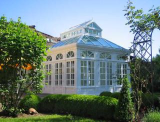 englischer wintergarten in viktorianischem stil mit laternendach und pyramidend. Black Bedroom Furniture Sets. Home Design Ideas