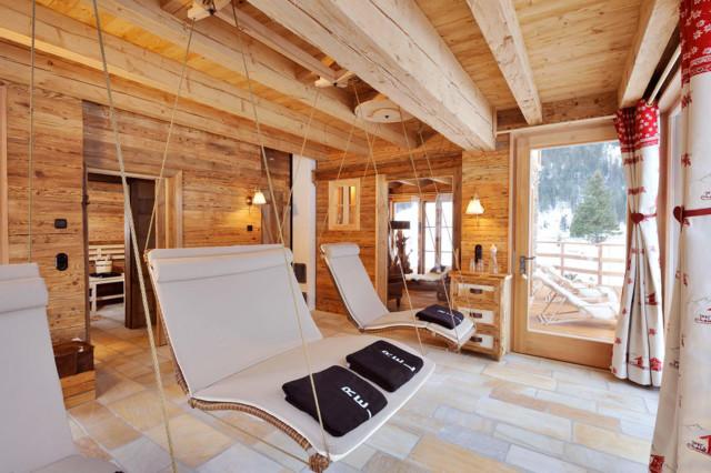wellnessbereich chalet grand fl h das wohlf hl chalet rustikal wintergarten sonstige. Black Bedroom Furniture Sets. Home Design Ideas