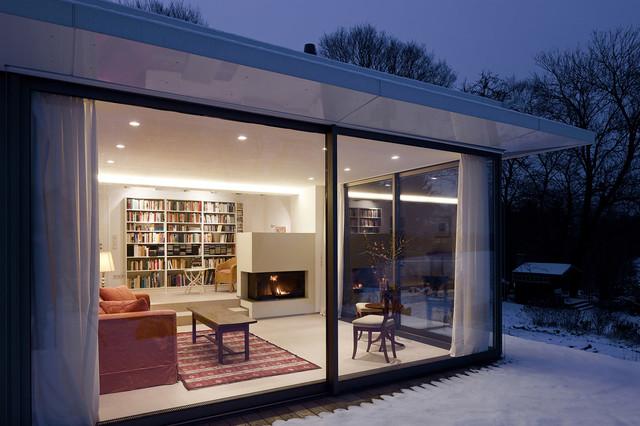 wohnraum und bibliothek mit kamin modern wintergarten. Black Bedroom Furniture Sets. Home Design Ideas