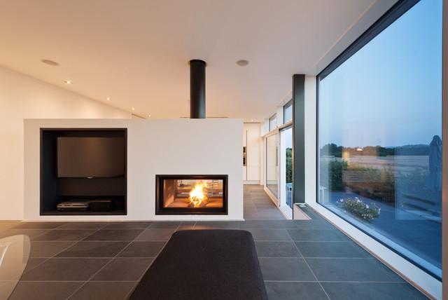 Panorama-Kamin als Raumteiler – 10 Experten-Tipps für den Einbau