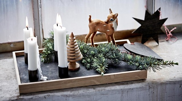 das weihnachtlich dekorierte holztablett candle tray scandinavian living room other by. Black Bedroom Furniture Sets. Home Design Ideas