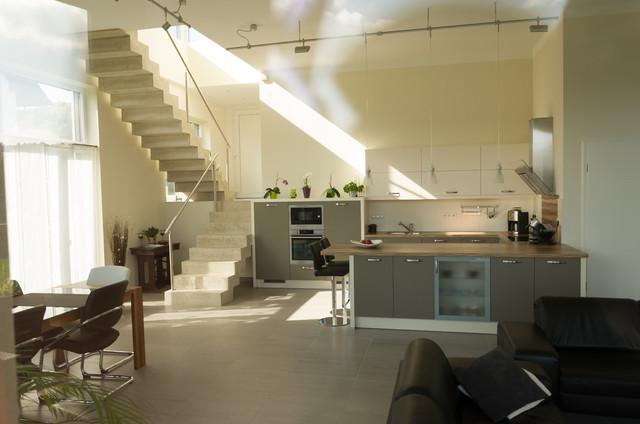 Einfamilienhaus-Neubau Mit Doppelgarage In Hanglage Im