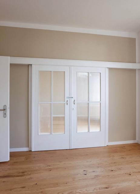 esszimmer mit geschlossener schiebet r modern wohnbereich frankfurt am main von. Black Bedroom Furniture Sets. Home Design Ideas