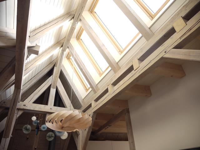 freigelegte balken und oberlicht wohnliches dachgeschoss skandinavisch wohnbereich. Black Bedroom Furniture Sets. Home Design Ideas