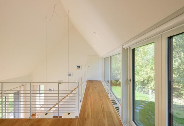 Wohnzimmer und Kamin moderne wohnzimmer mit galerie : Galerie mit Holzboden - Contemporary - Living Room - Berlin - by ...