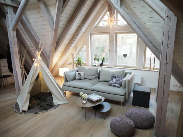 Gemutlicher Wohnbereich Eingerichtet Mit Holz Scandinavian