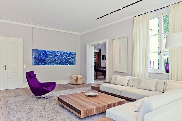 Abgetrenntes Mittelgrosses Fernseherloses Modernes Wohnzimmer Ohne Kamin Mit Beiger Wandfarbe Und Gebeiztem Holzboden In