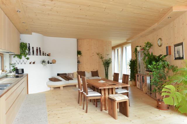 holzhaus wohnen und leben im nur holz haus. Black Bedroom Furniture Sets. Home Design Ideas