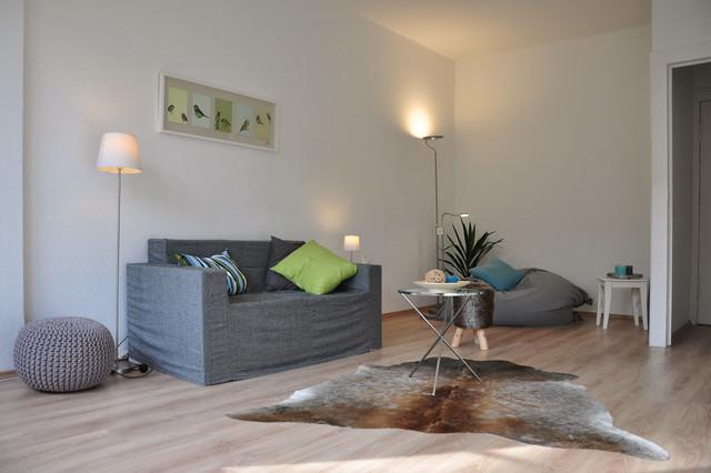 home staging einer drei zimmer altbauwohnung in berlin traditional living room other metro. Black Bedroom Furniture Sets. Home Design Ideas