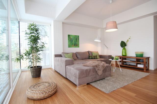 Home Staging offenes Wohnzimmer im Loft - Modern - Wohnbereich