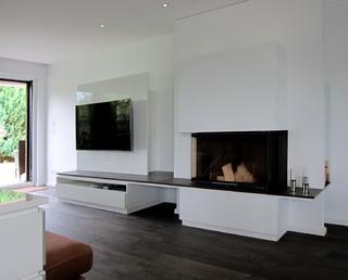 kamin und medienelement im wohnraum modern wohnzimmer. Black Bedroom Furniture Sets. Home Design Ideas