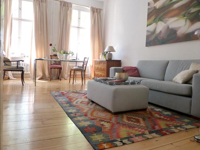 Wohnzimmermöbel Berlin kelim im wohnbereich mit schönen hellen holzdielen klassisch