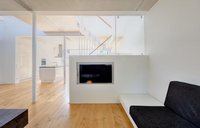 Neubau eines Ferienhauses mit Holzfassade und hellem Lichtband am Meer - Modern - Wohnzimmer ...