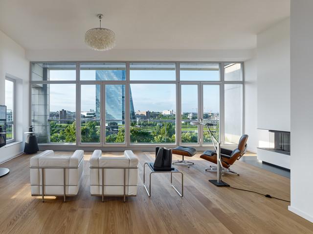 Offener Wohnbreich In Penthouse Maisonette Wohnung  Minimalistisch Wohnbereich
