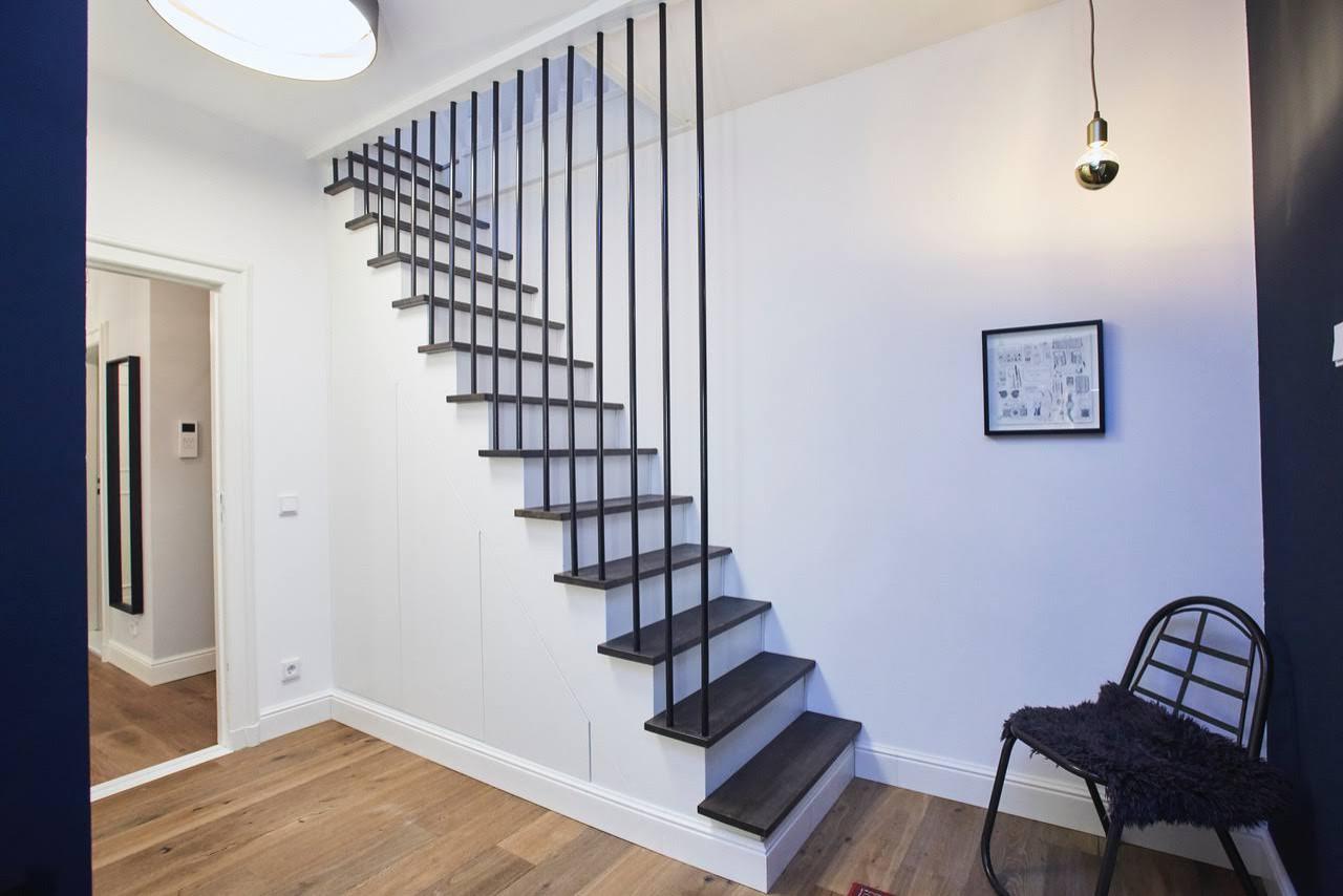 Treppe incl. Einbauschrank