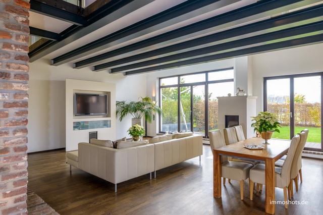 umgebauter rheinischer vierkanthof modern wohnzimmer other metro von
