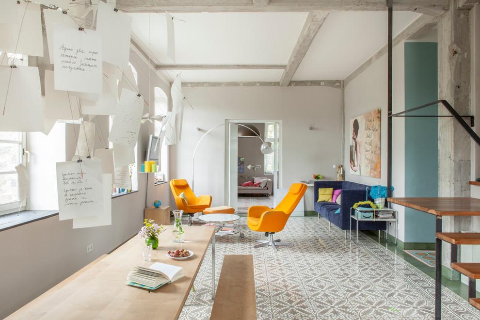Пример оригинального дизайна интерьера: гостиная комната в современном стиле