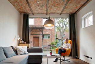 vom kuhstall zum loft industrial wohnzimmer hannover von rott schirmer partner. Black Bedroom Furniture Sets. Home Design Ideas
