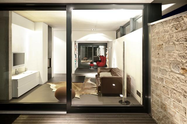 wohnbereich mit deckenhohen fenstern modern wohnzimmer. Black Bedroom Furniture Sets. Home Design Ideas