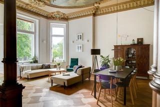 Wohnen unterm Deckengemälde - Modern - Wohnbereich ...
