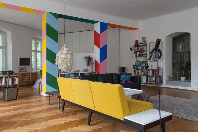 Wohnzimmer Mit Schr Ger Farbgestaltung Modern Wohnzimmer