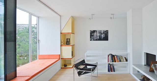 Wohnzimmer mit Sitznische und Kamin im 3. Obergeschoss